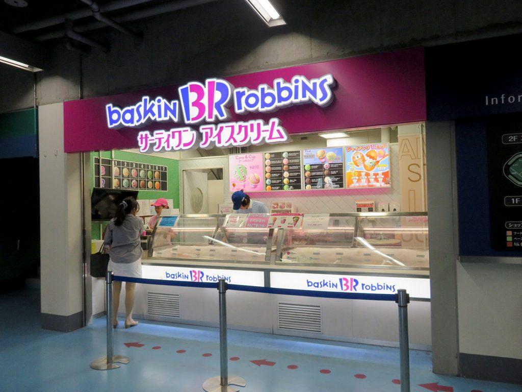 A Baskin Robbins ice cream stand.